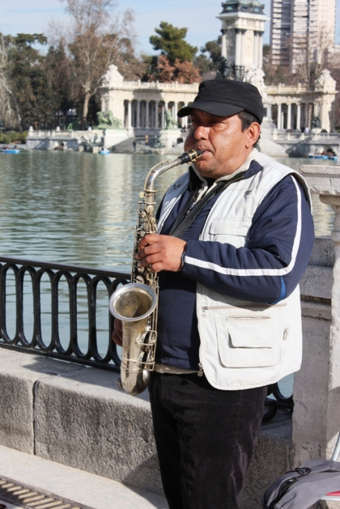 Color photo of a musician in Madrid, Spain