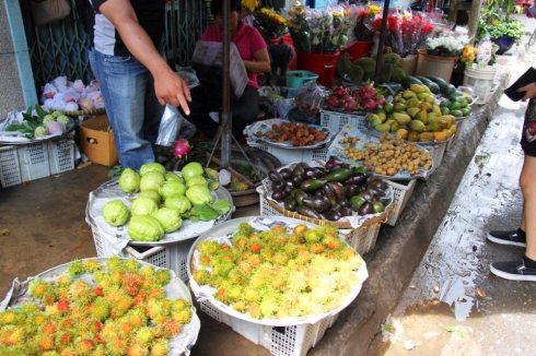 Fresh fruits and vegetables in a Vietnamese market